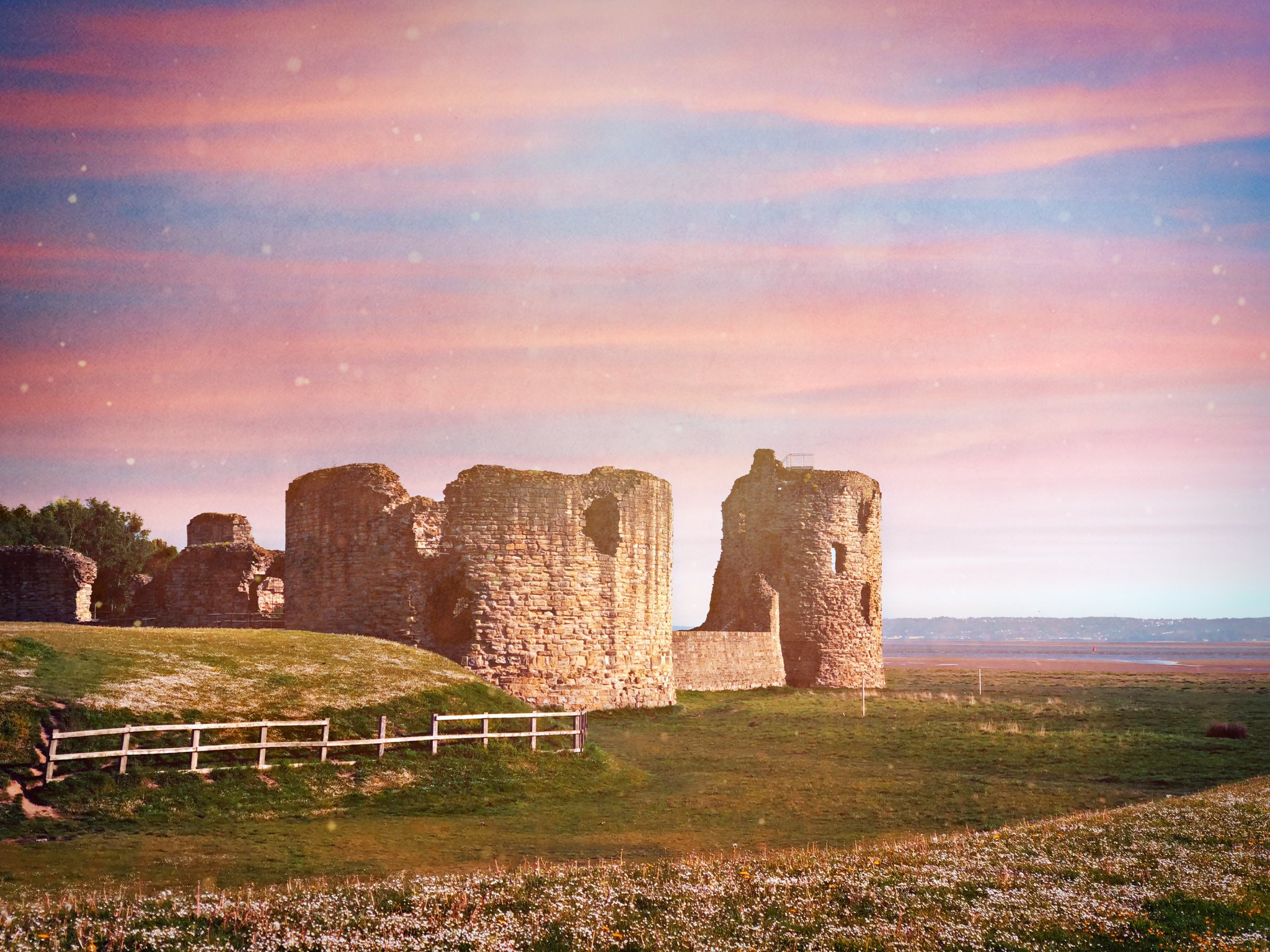 Flint Castle, this morning https://t.co/ZtqhhOy77U