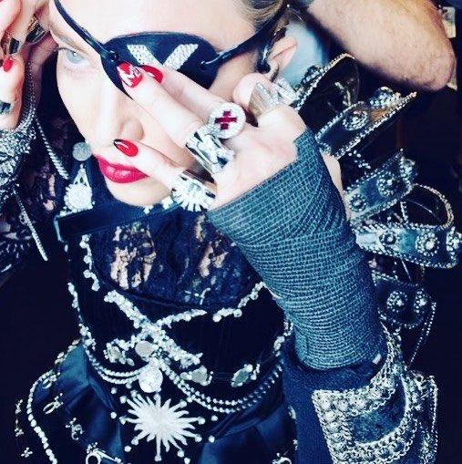 Madame ❌ is a Saint ..............???? #future #quavo #madamex https://t.co/nKM9CH3xOF