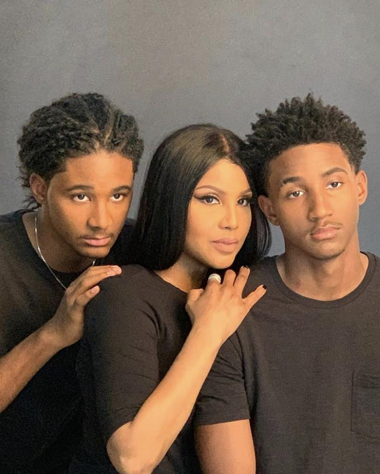 RT @Essence: Toni Braxton and her beautiful family are giving us all the feels. (????: Toni Braxton) https://t.co/SedlvAqVWV