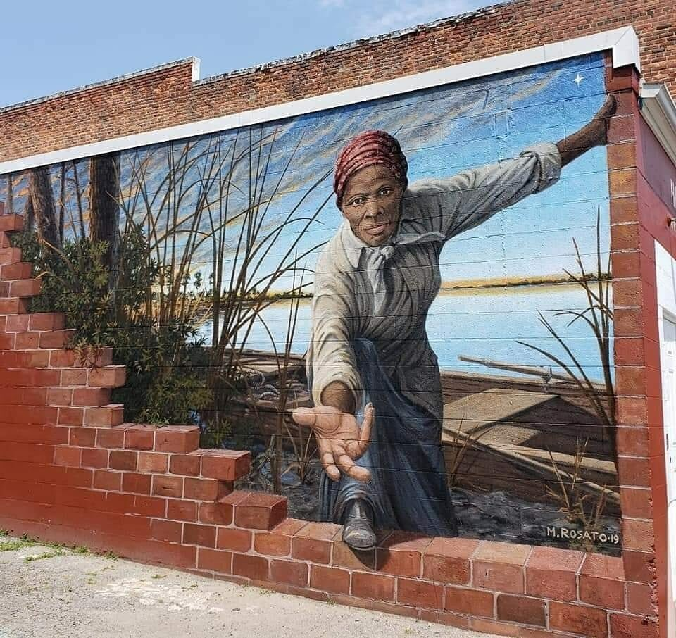 Another look at this beautiful mural. Harriet Tubman Mural   Location: 424 Race Street Cambridge MD  Artist: Michael Rosato https://t.co/IZGveIWzJQ