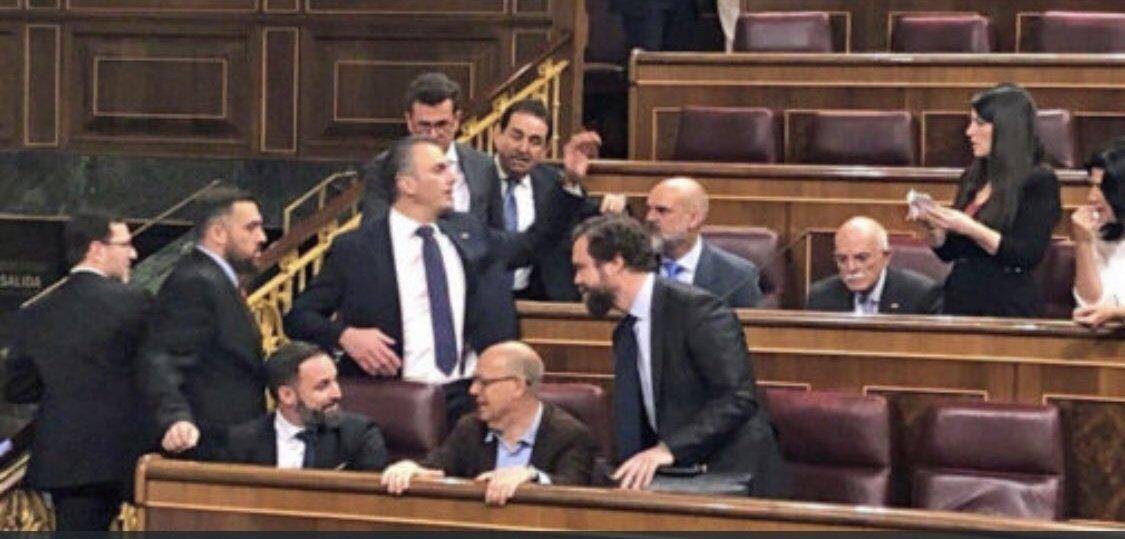 RT @tikotikoh: - A ver ¿Cuántos vamos a querer Larios? https://t.co/wWjUmrmY6d
