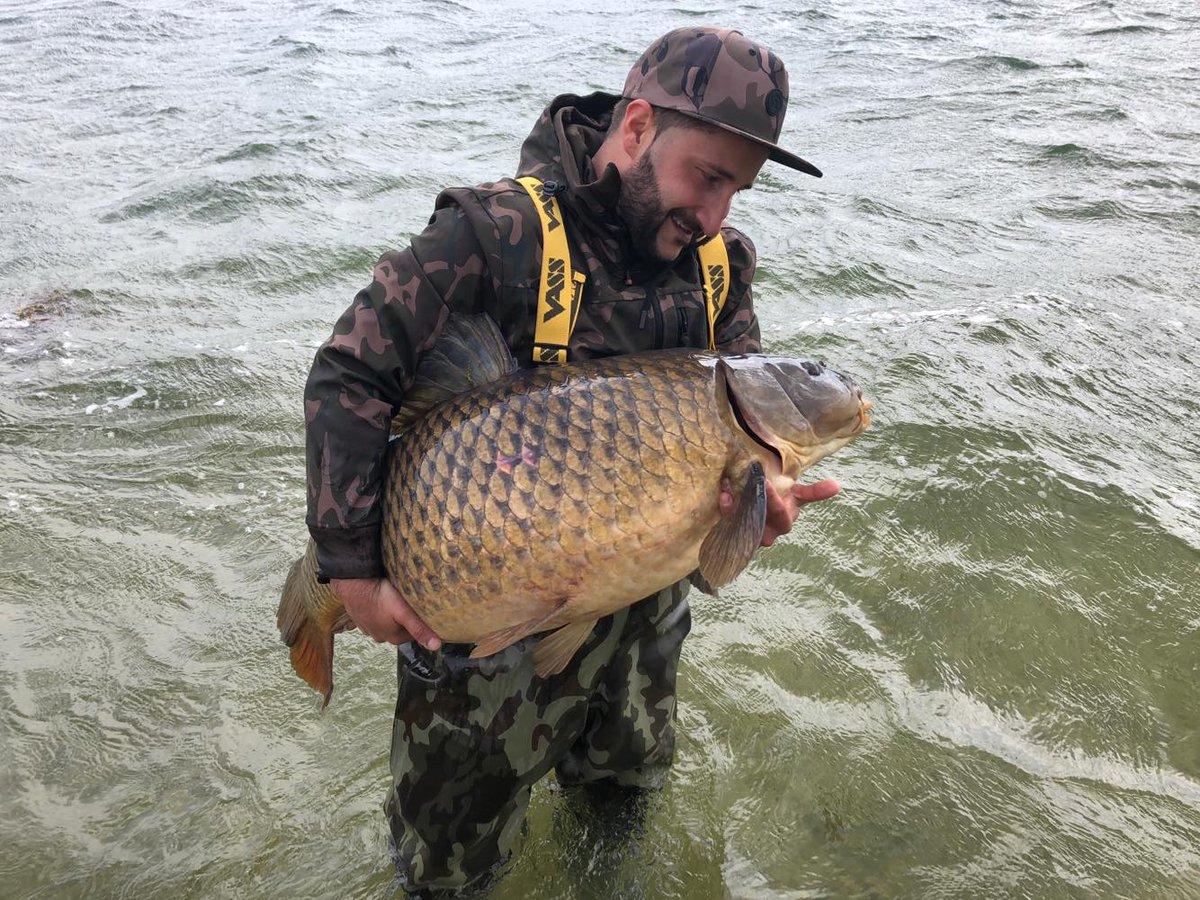 A new PB for Reinhard at 26.30kg. #carpfishing #<b>Vasswaders</b> https://t.co/wol4DlRHM7