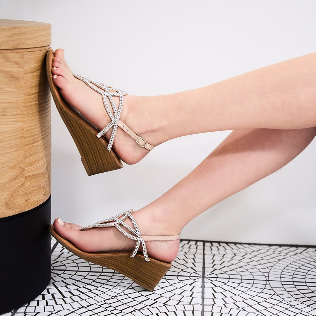 RT @FergieFootwear: ???? CHERISH @dsw_us #sandals #fergaliciousfootwear  https://t.co/0mcqfF607T https://t.co/W6fhpQbR2j
