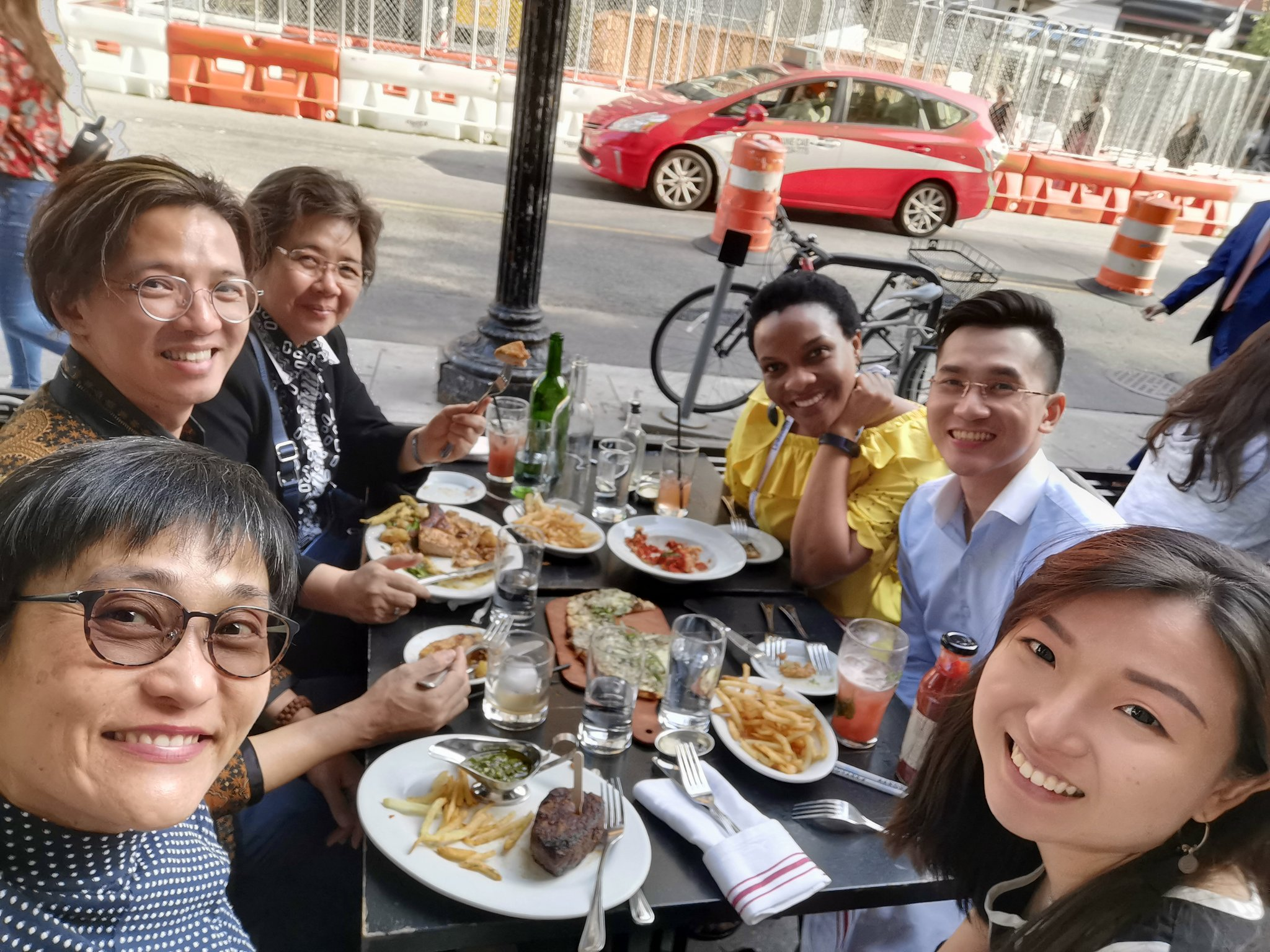 @atd Post ATD - This is what ATD is meant to create - CONNECTIONS!! Indonesia, Singapore, Vietnam and Zimbawe! #ATD2019 https://t.co/rkbyZbOVmx
