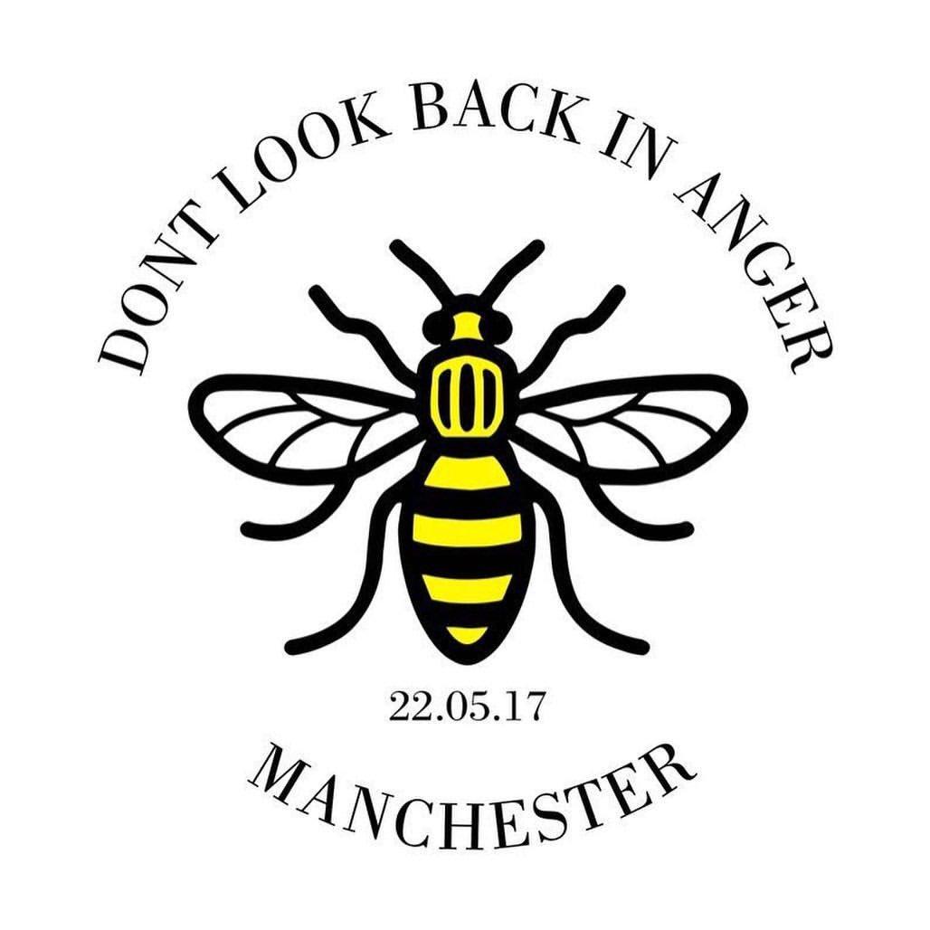 test ツイッターメディア - マンチェスターのテロ事件から2年経ちました。 被害をあわれた方々のご冥福お祈りいたします  アリアナはInstagramストーリーに🐝の絵文字を投稿。蜂は昔からマンチェスターの結束を表すシンボルで、アリアナは左耳の後ろに小さな蜂のタトゥーを入れています。  #OneLoveManchester https://t.co/mFd1ClqWJD