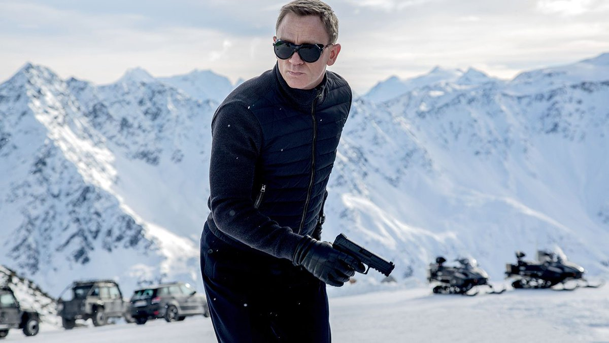 How will Daniel Craig's minor ankle surgery affect production on the new JamesBond?