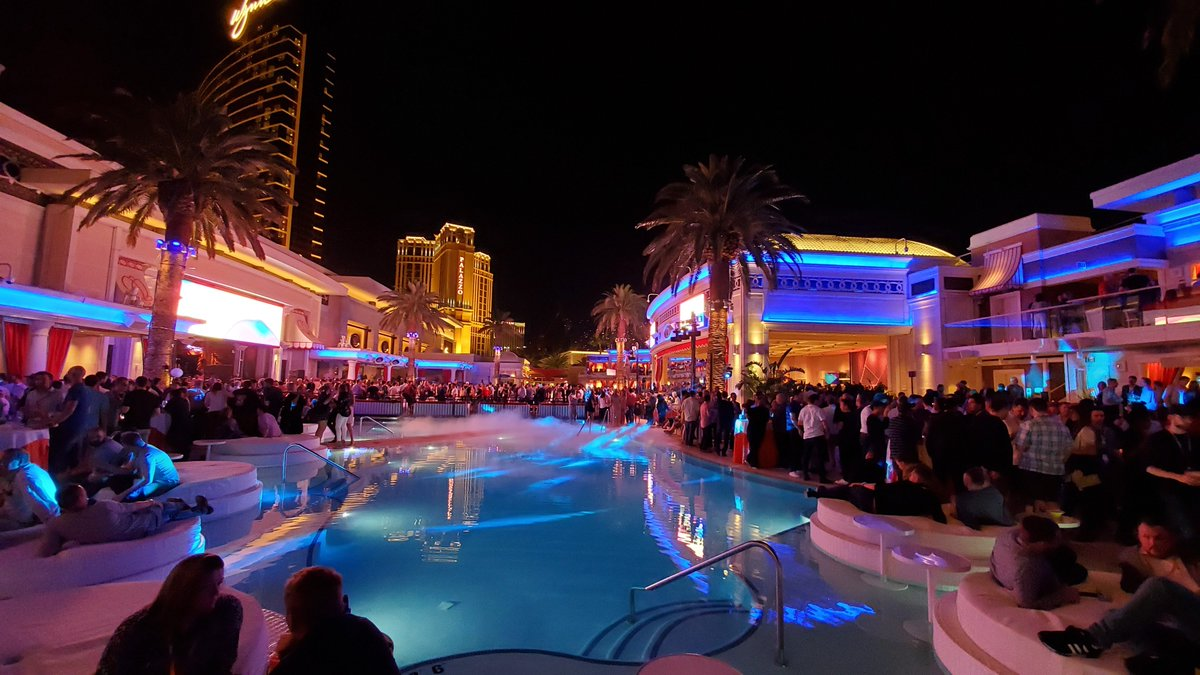 BelskyVadim: What happens in Vegas shouldn't really stay in Vegas 😬 At least, when it comes to #MagentoImagine! https://t.co/kiUXkNzydx