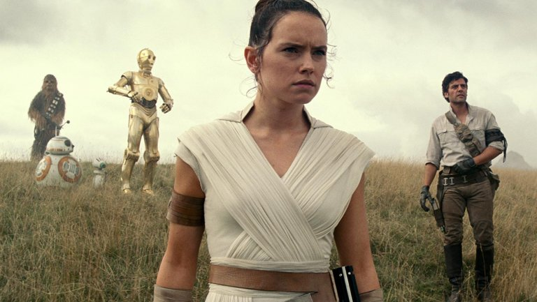 The 'StarWars: TheRiseOfSkywalker' photos are sparking new fan theories