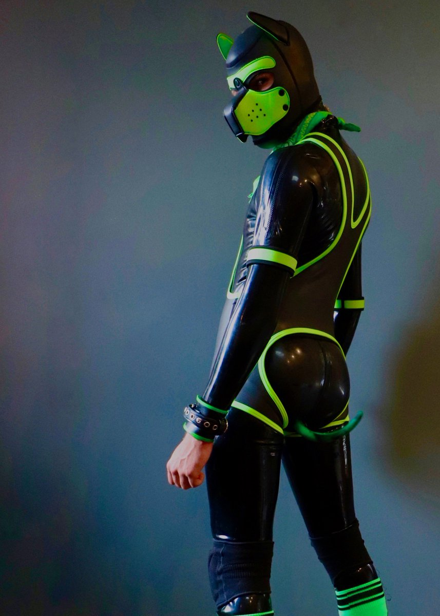 Does a neoprene singlet look good with rubber ? Or is that too much ? 🤔