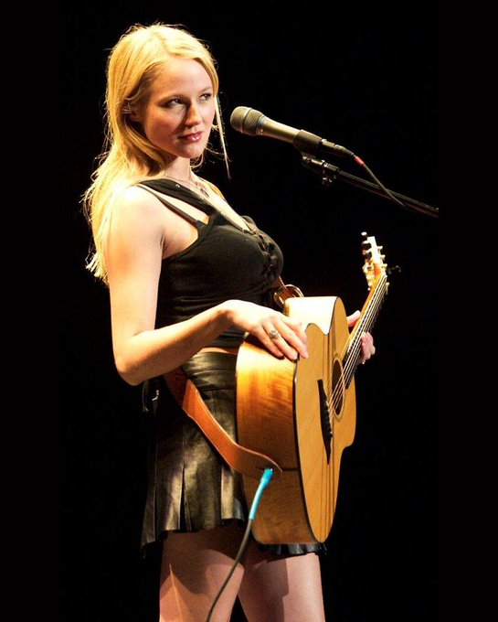 Happy Birthday to Jewel Kilcher, or just plain old Jewel, who turns 45 today!