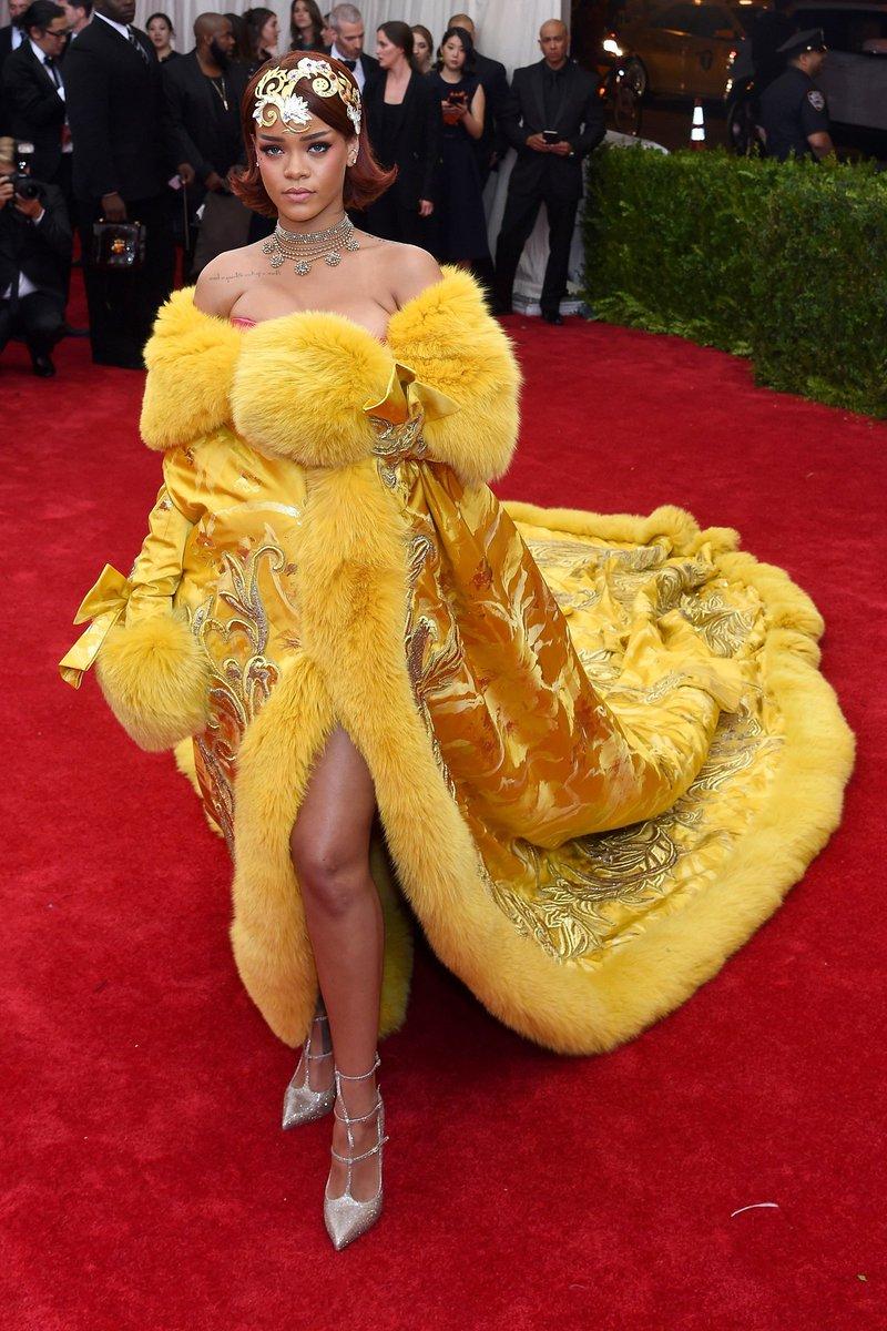 L'évolution mode de Rihanna en 28 looks red carpet --> https://t.co/i705y95jcS https://t.co/vjhXmiLuZc