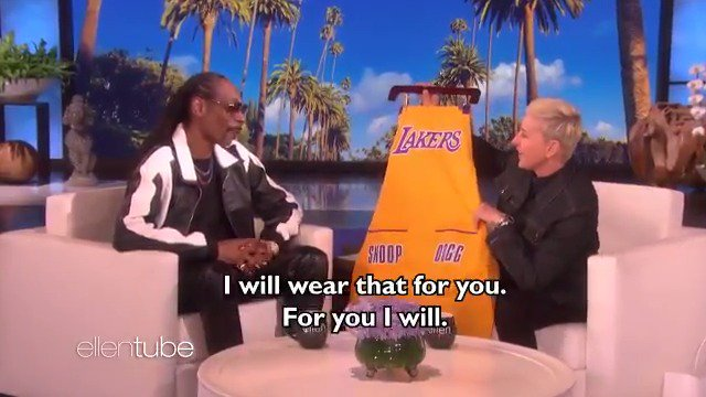 RT @TheEllenShow: .@SnoopDogg was here, and I've never seen my staff eat more chocolate chip cookies. https://t.co/3PqJUKGrN6