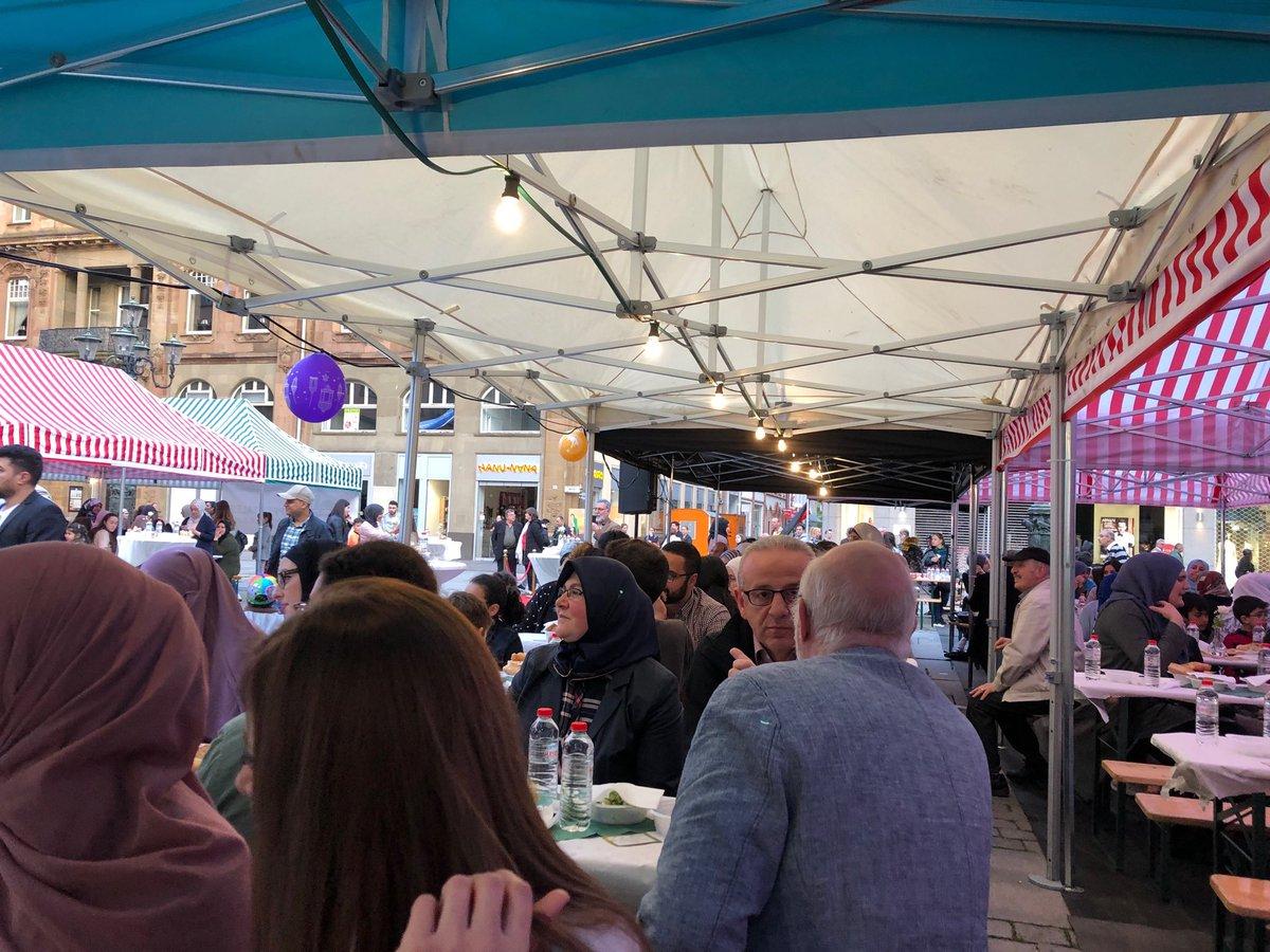 test Twitter Media - Gemeinsames Fastenbrechen mit vielen Freundinnen und Freunden auf dem Johannes Rau Platz in Wuppertal. Herzlichen Dank an die Wuppertaler Moscheevereine für die viele Arbeit die das möglich macht! https://t.co/XIG8aVrKVR