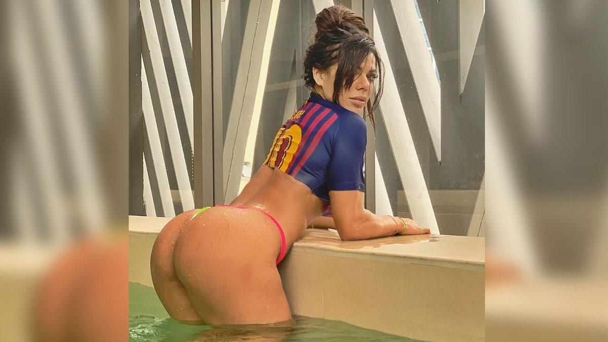 RT @sporthiva: Miss BumBum Suzy Cortez muy sensual por la sexta Bota de Oro de Messi https://t.co/6aDlQU6RJT https://t.co/FLCl8xUTOO