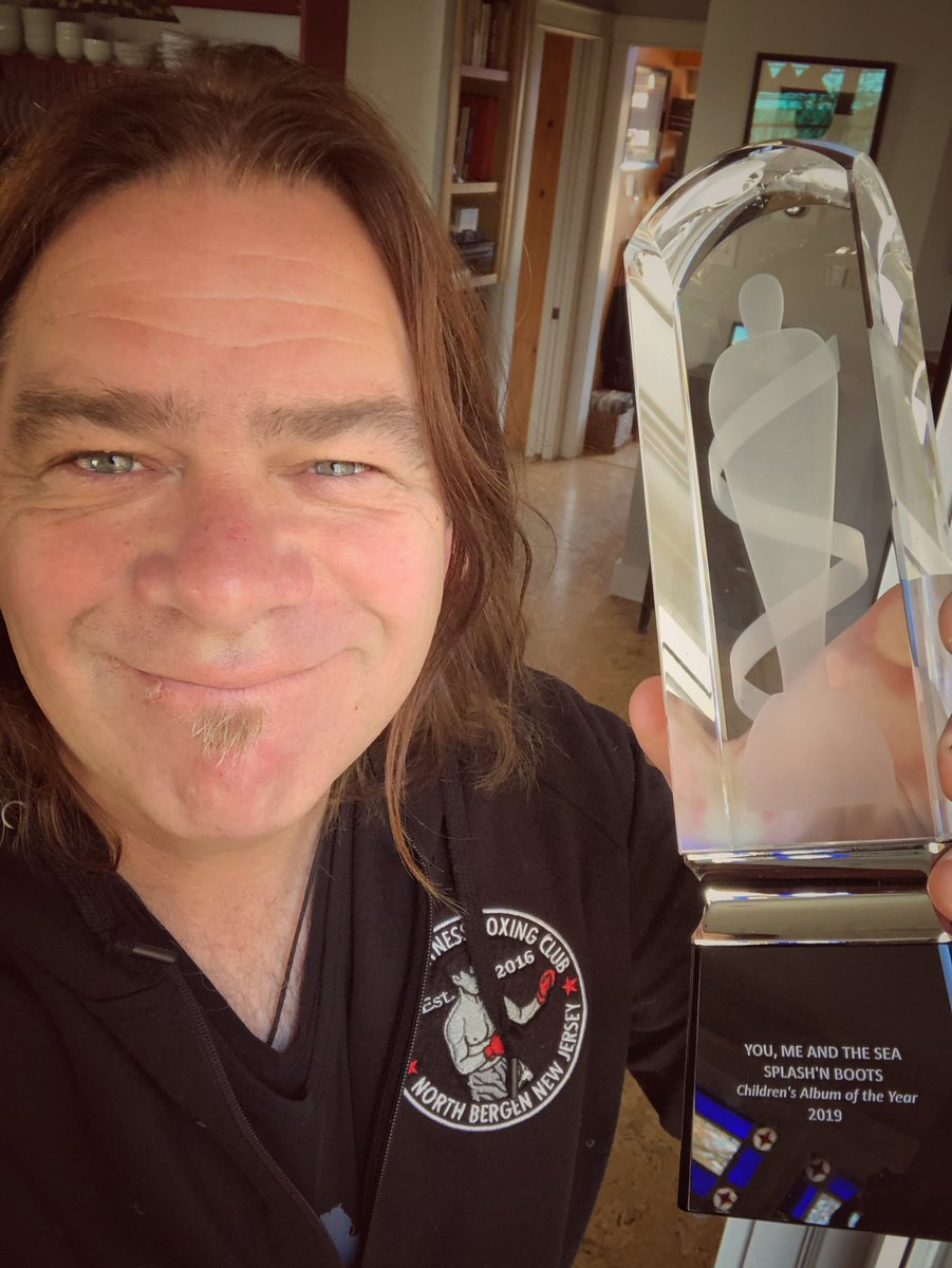 RT @alanthomasdoyle: Well Now.  Look what came in the mail.  Thanks @TheJUNOAwards and @Splashnboots !!! https://t.co/5Sr0FkcFM1