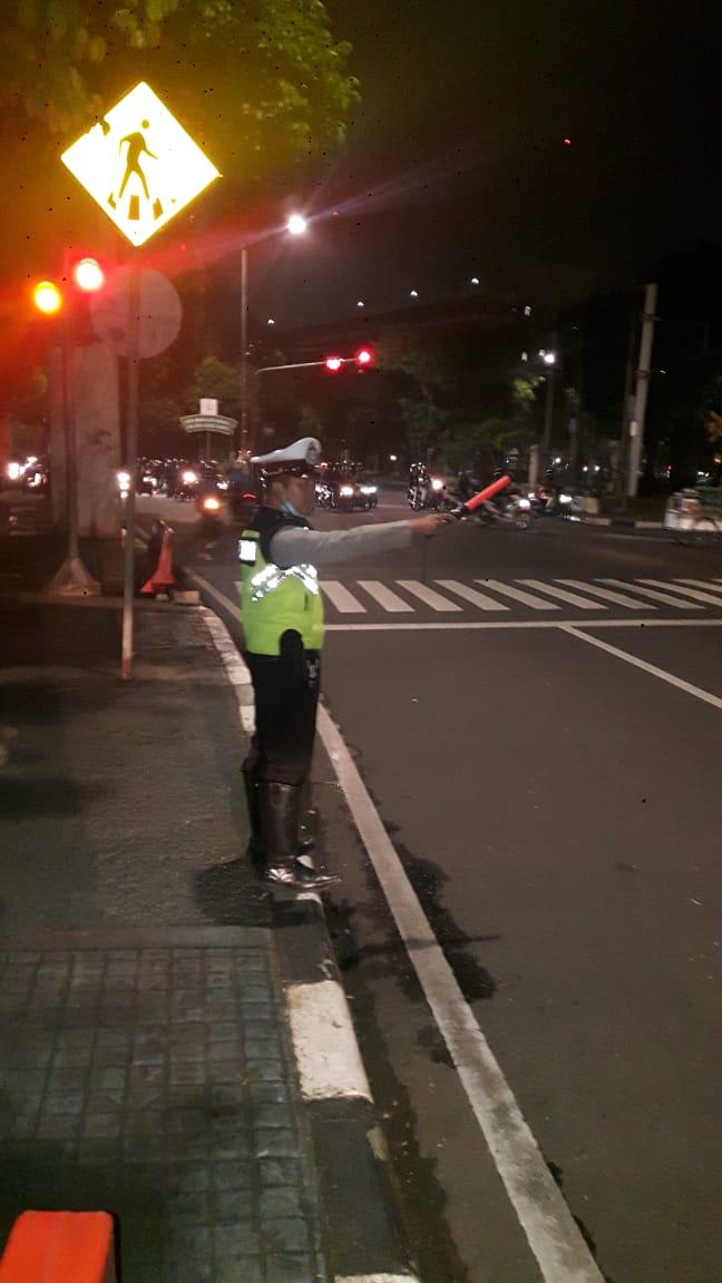 21:07 Situasi arus lalu lintas di TL Palmerah terpantau ramai lancar. https://t.co/rq1cQh7LKV