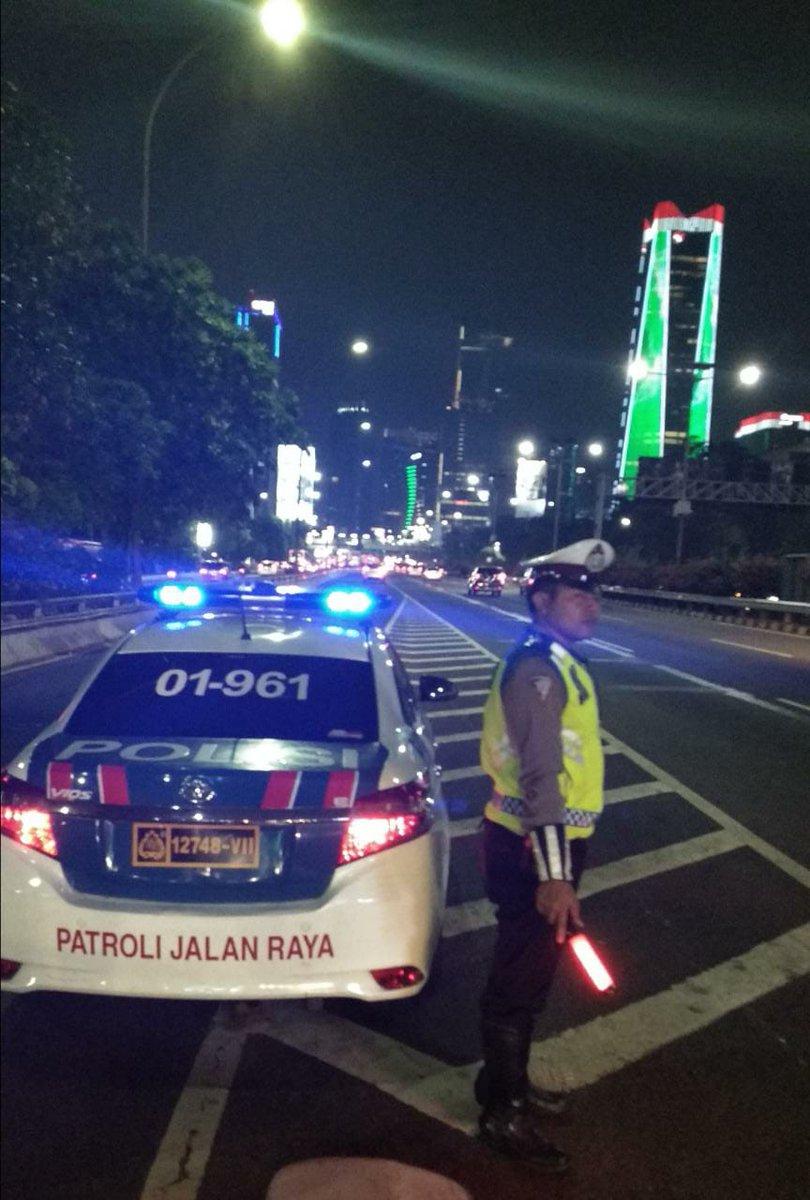 22:17 Situasi lalu lintas di GT Semanggi 1 terpantau ramai lancar. https://t.co/QWPKi5j4dq