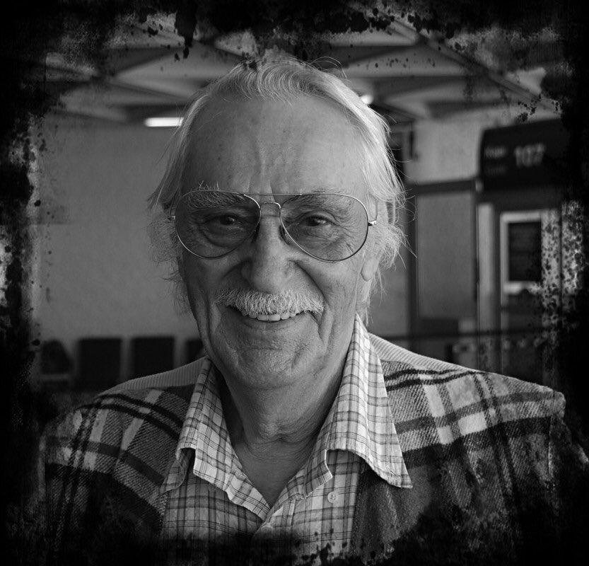 RT @acunilicali: Değerli sanatçımız Eşref Kolçak'a Allah'tan rahmet, ailesine ve tüm sevenlerine başsağlığı dilerim....