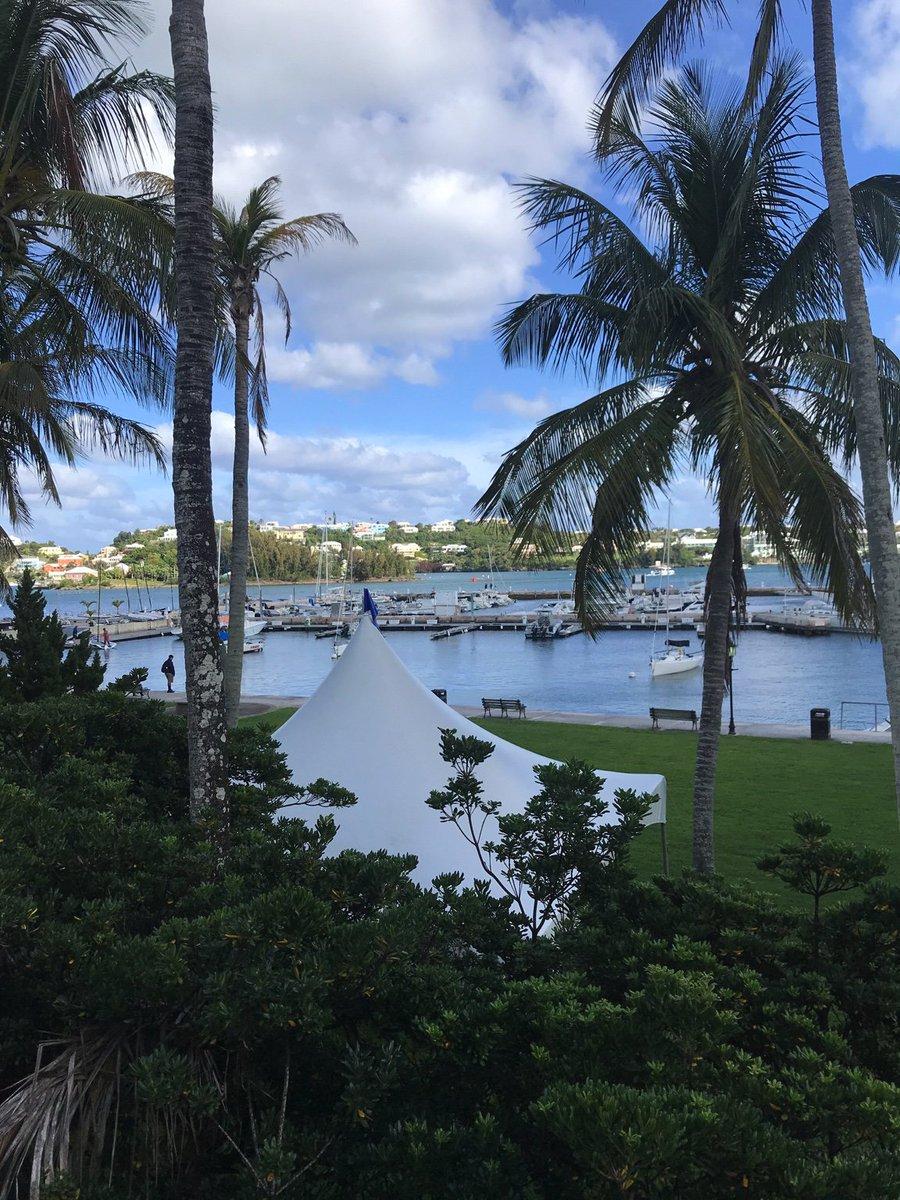 RT @JuliaGrantham2: Hamilton Yacht Club #Bermuda https://t.co/KZftTI2RDT