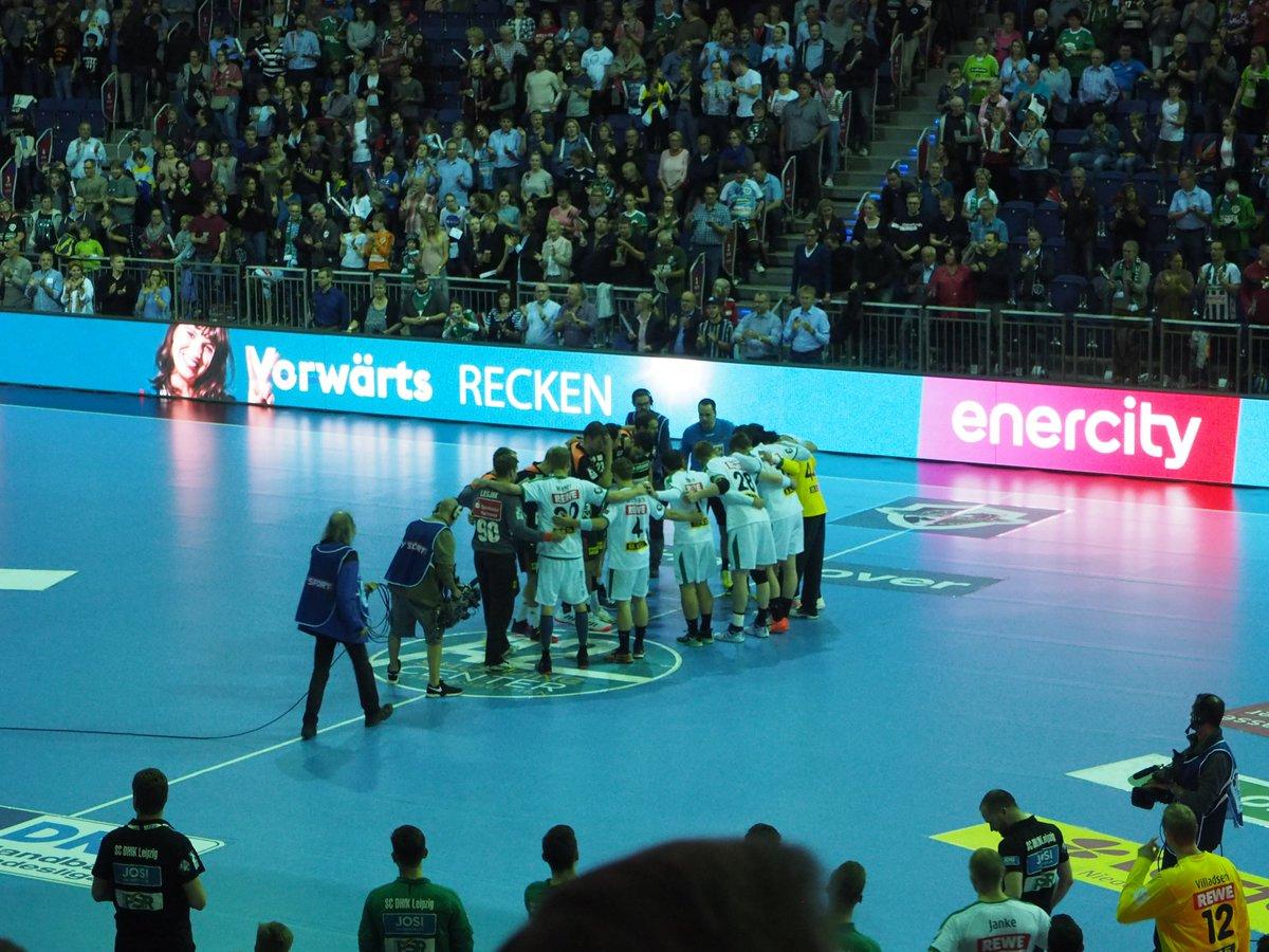 +++LIVE+++Das Spiel zwischen Hannover und Leipzig läuft.#TSVDHfK 0:0 (1. Min) https://t.co/LkawYLAZIf