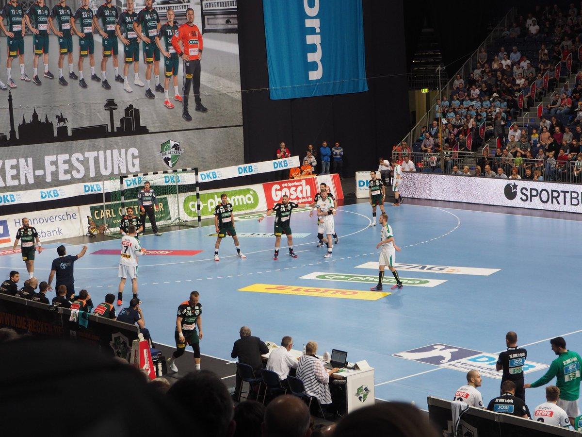 +++LIVE+++#TSVDHfK 3:0 (5. Min)Hannover legt ordentlich los, bei uns läuft vorn in den ersten Minuten nicht viel zusammen. https://t.co/B4QQdMfX5K