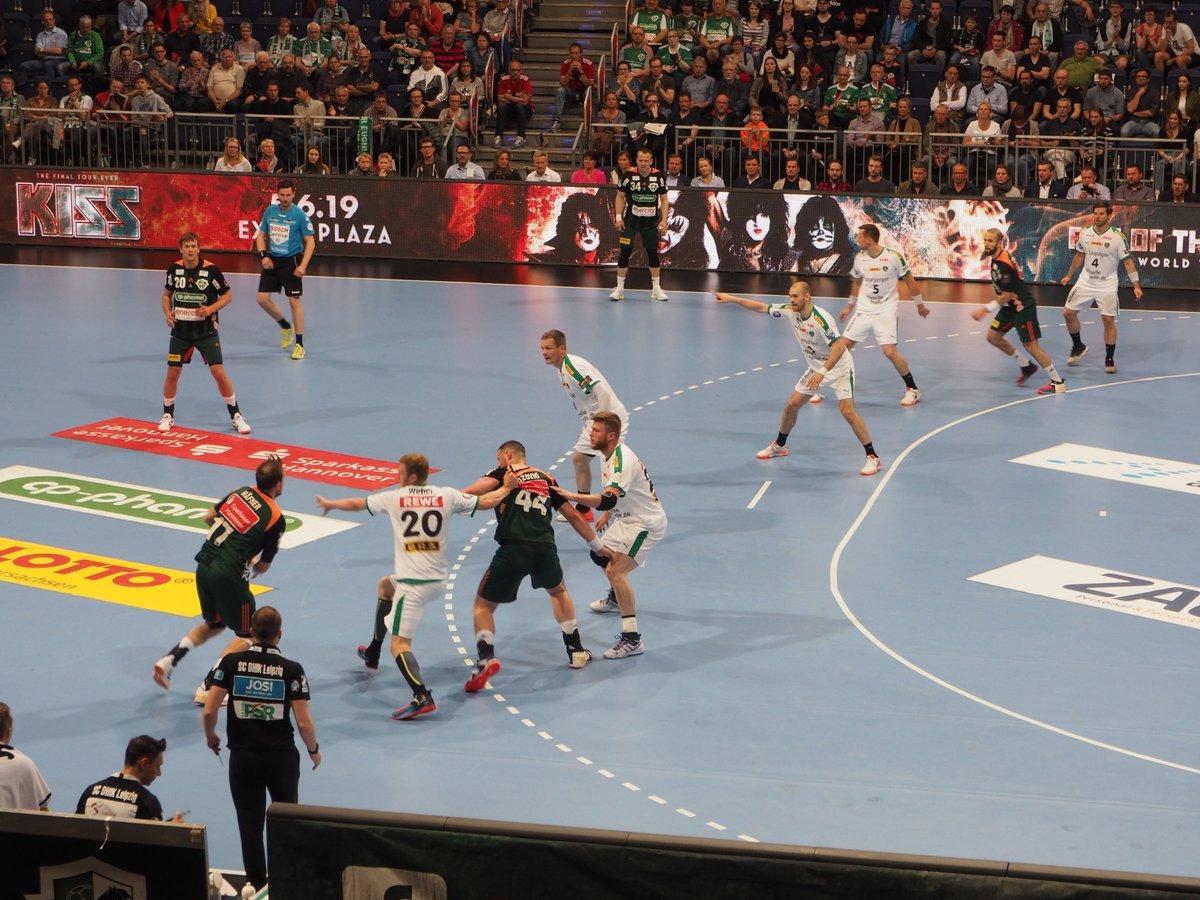 +++LIVE+++#TSVDHfK 7:5 (12. Min)Aus einem 4:1-Rückstand machen unsere Jungs eine 4:5-Führung!Aber danach erzielt Hannover drei Tore in Folge und liegt jetzt wieder vorn. https://t.co/WO77UsTxSG
