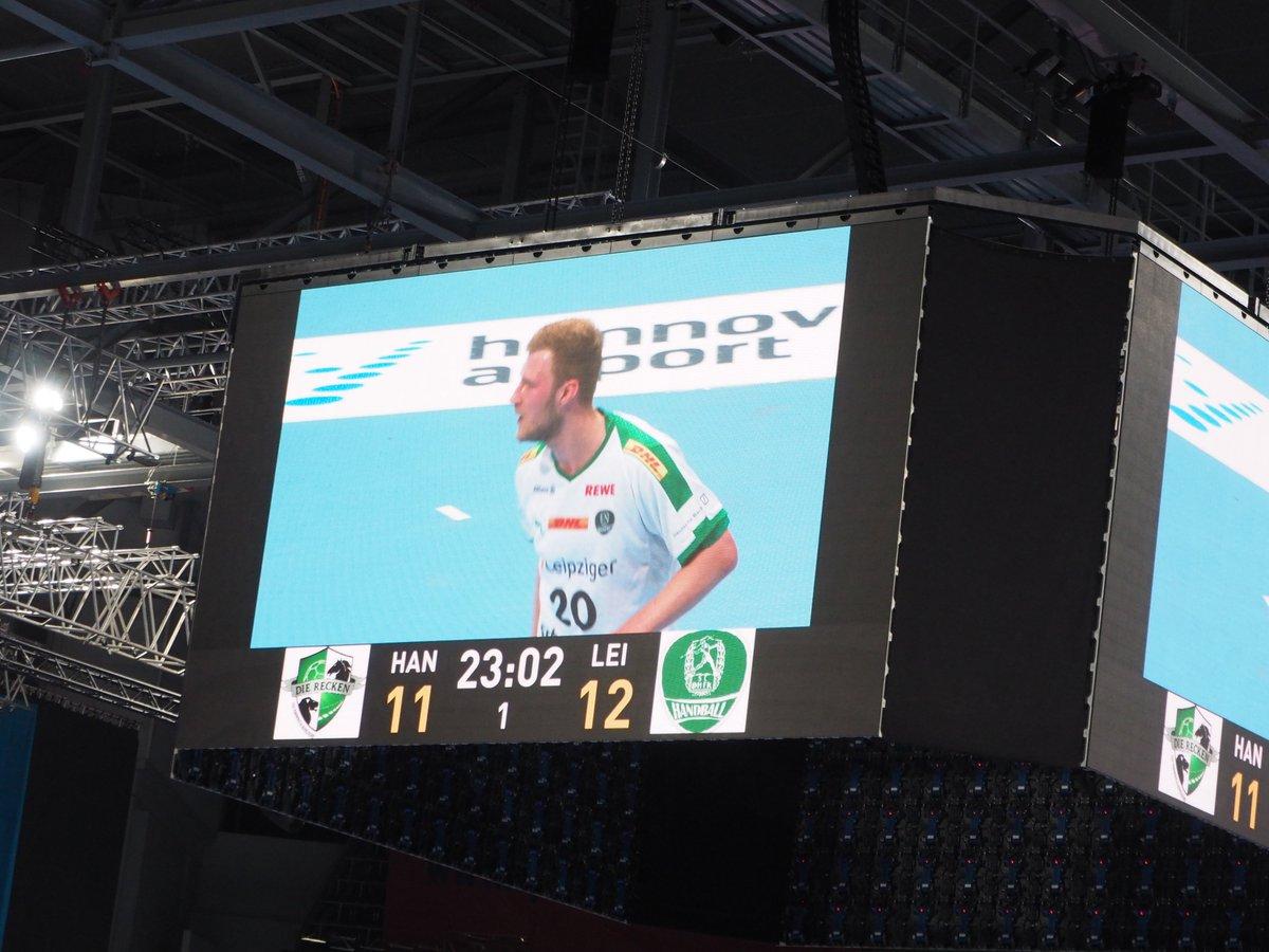 +++LIVE+++#TSVDHfK 11:12 (23. Min)Es geht hin und her in der TUI Arena. Leipzig jetzt wieder knapp vorn. https://t.co/4jXhpuVCSP