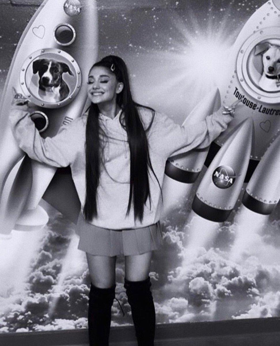 RT @LoveuAri_2: The cutest girl ♡ ♡ ♡ #ArianaGrande #ThankUNext #cute https://t.co/DOhgRVShQO