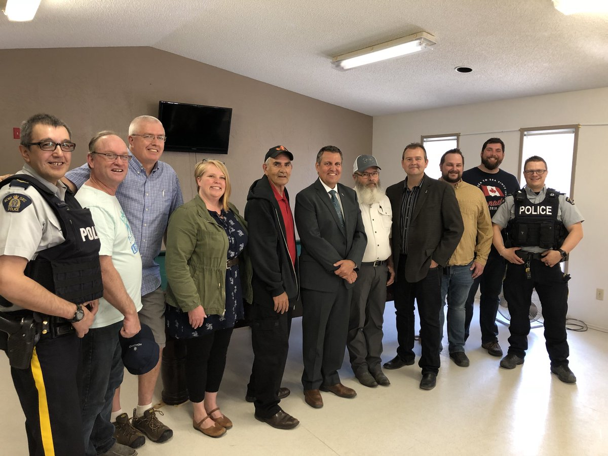 test Twitter Media - Our government is taking steps to reduce youth crime. Pleased to join @WayneEwaskoMLA to announce over $15,000 to support a youth drop-in centre for Beausejour and surrounding communities. Thanks to Wayne and all the committed volunteers for making this a reality! #mbpoli https://t.co/CcyEFlKVUO