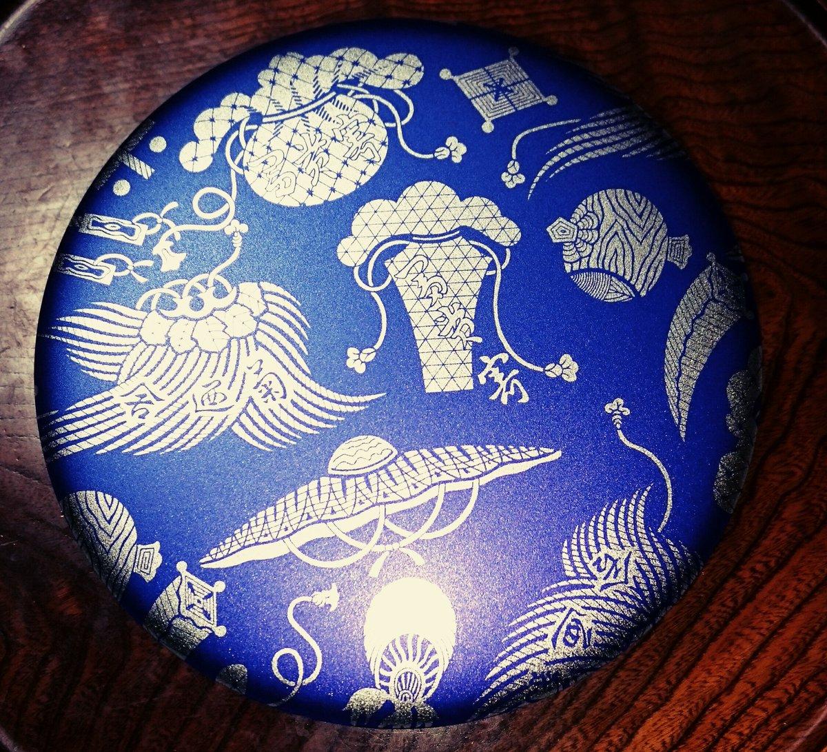 test ツイッターメディア - 真夜中の #冨貴寄  #銀座菊廼舎(@ginza_kikunoya)の登録商標 冨貴寄 青丸缶。 濃いブルーの缶を開けると… 缶にぎっしり! 冨貴寄の中では一番地味な缶ですが、だからこそとても素朴な味わいの和風のクッキーがたくさん食べれます。 個人的にはプレーンと梅のクッキーが好きΨ( ̄∇ ̄)Ψ https://t.co/9JSfM2OW3y