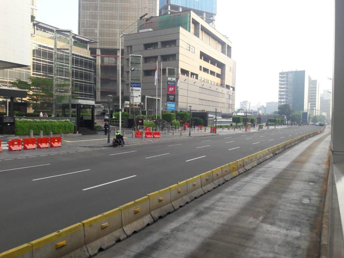 07.13: Lalin di Jl. MH Thamrin, Jakpus arah Monas ramai lancar. #Cuaca cerah. (Mur) #ElshintaEdisiPagi https://t.co/3AR3obRlt0