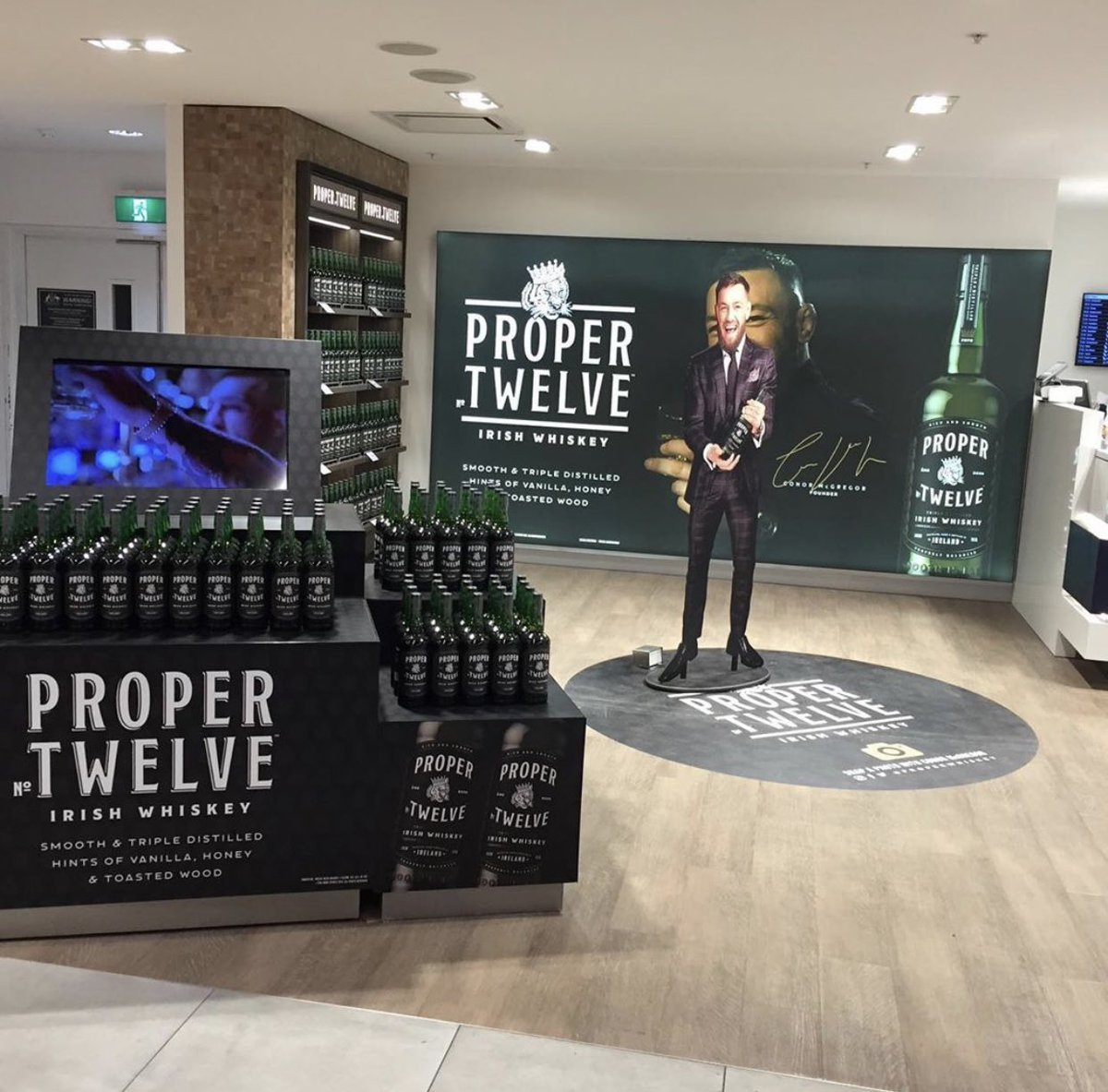 Proper Twelve, Sydney Airport! Wow ???????? ❤️ ???????? https://t.co/3RZsebQPTl