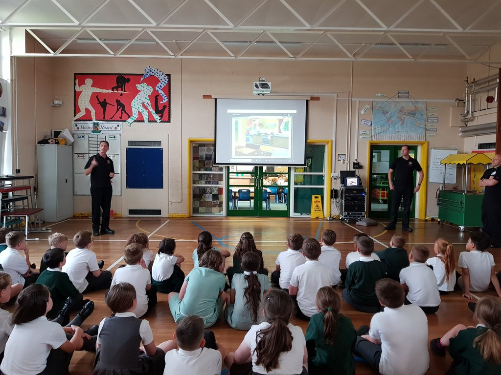 test Twitter Media - A big thank you to the firefighters @BillesleyFire for coming to talk to Year 4 about fire safety. If you haven't got a smoke alarm at home contact 0800 389 5525 for a free o e! https://t.co/NpbirU4HkM