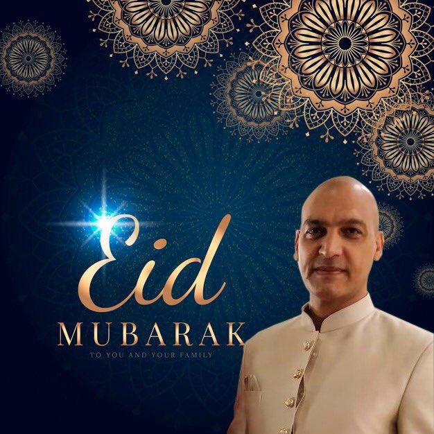 Eid Mubarak my dear friends !  May the Almighty Bless us all.  #Eid #RamazanEid #Actor #Blessed #EidUlFitr https://t.co/oyKQPwh8Cb
