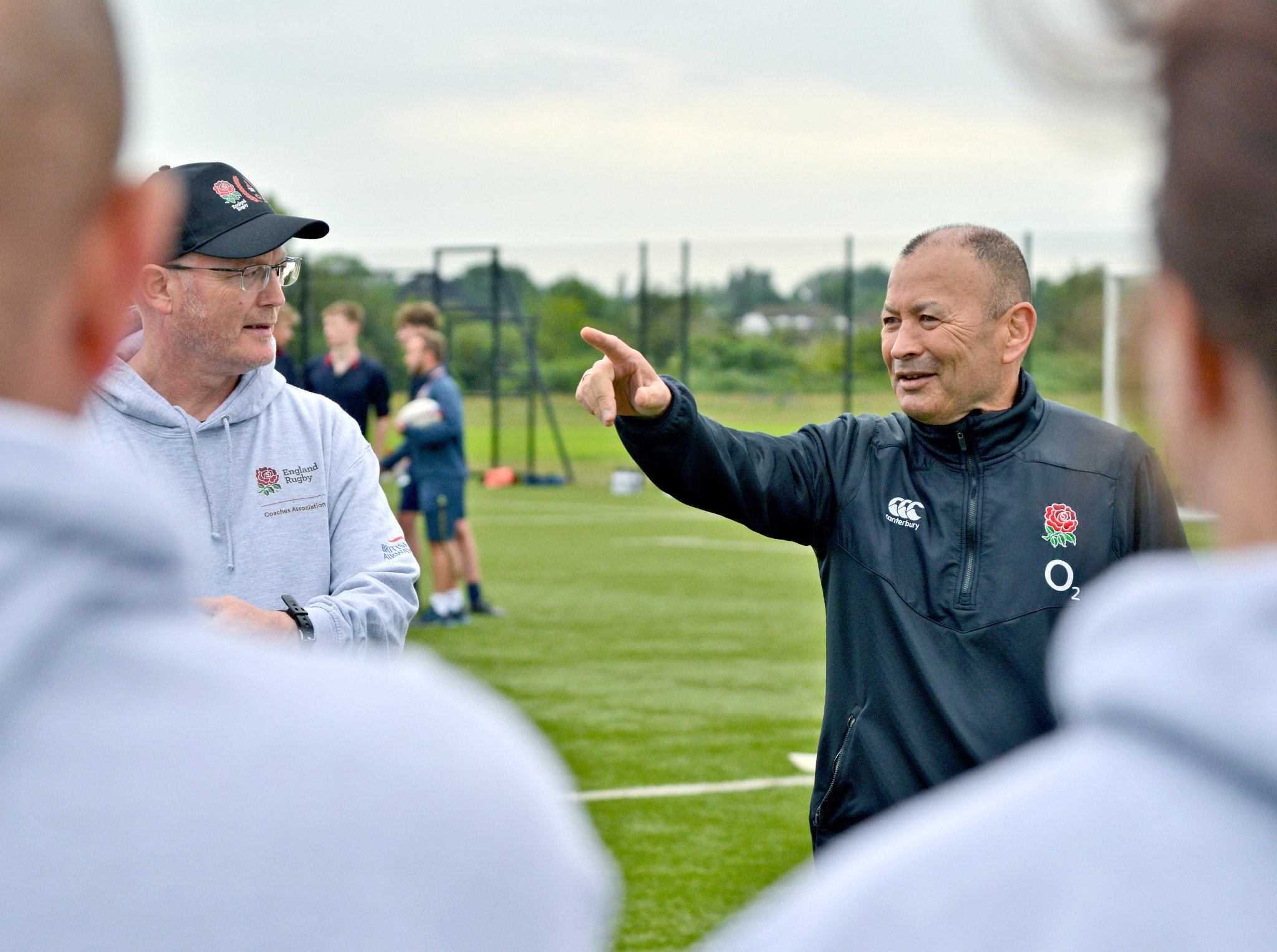 Eddie Jones joined grassroots coaches from across the country as part of the @MitsubishiUK Volunteer Recognition Programme 🙌🌹#CoachingWeek 🙌🌹 https://t.co/v41awt6qXQ