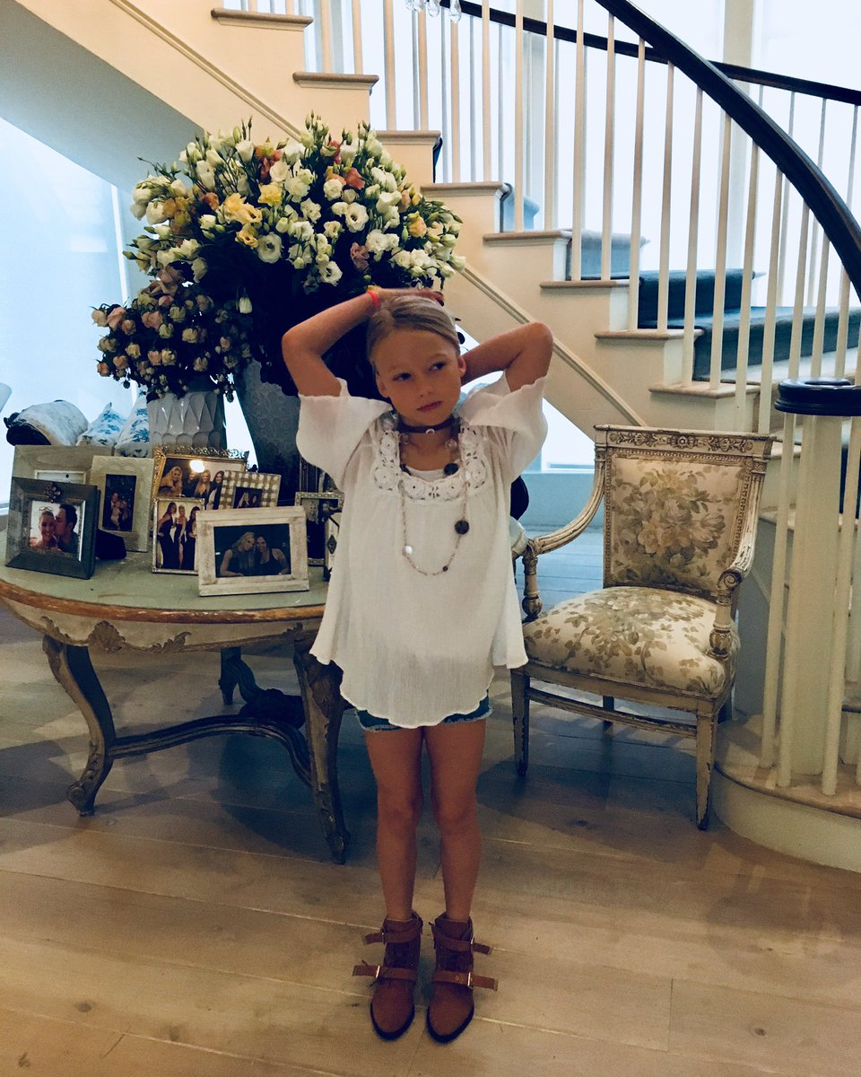 My pretty little lady's last day of 1st grade ???? She is way cooler than her mom ????#FashionDay #MAXIDREW https://t.co/TorjLbzpIA