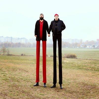 """Ob die beiden von @modeselektor mit ihren langen Beinen ins Studio passen?  Wir werden es erleben in """"Der Tag"""" @dw_deutsch Ich freu' mich.... https://t.co/qKeZuCHCcb"""