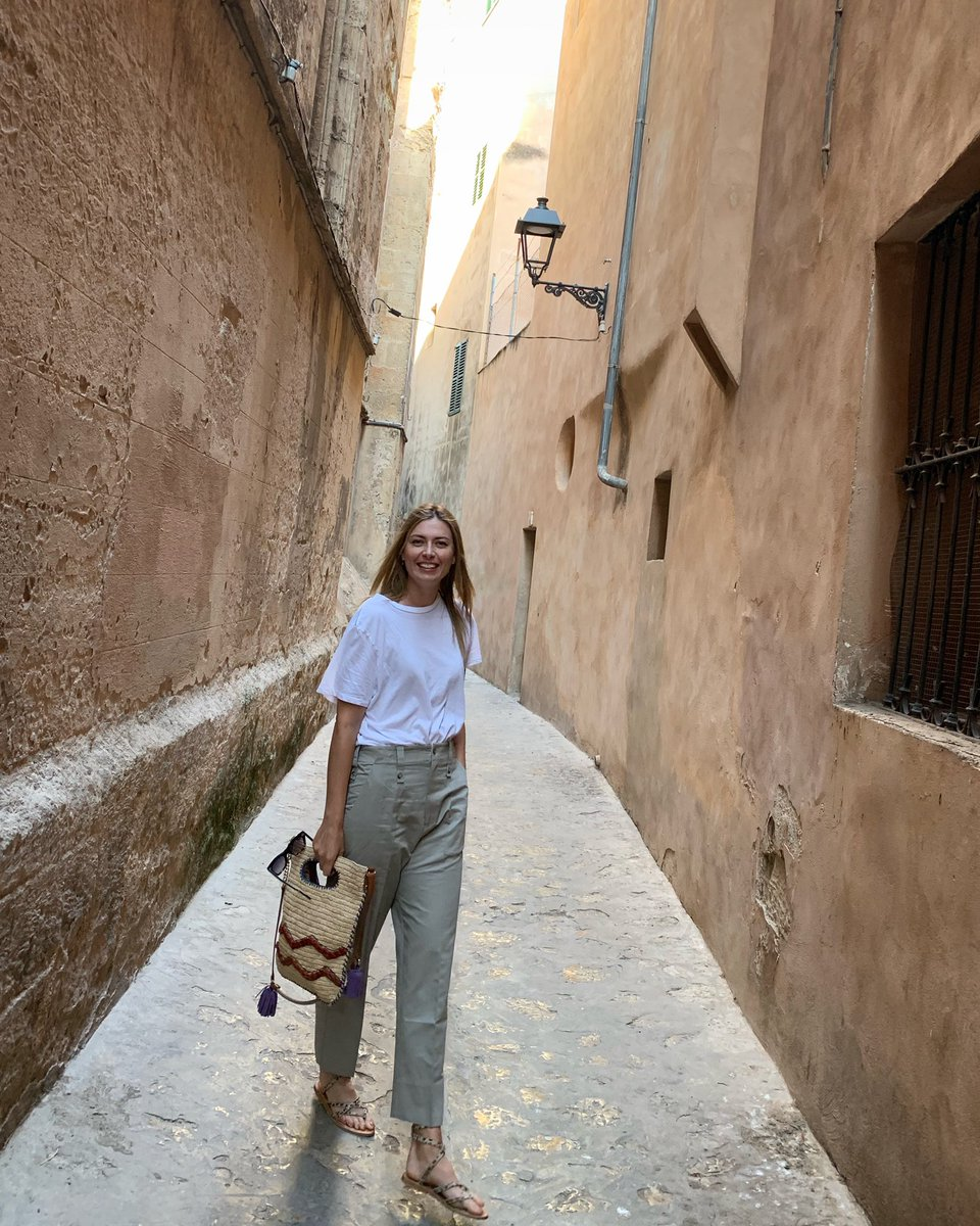 The little alley's of Mallorca. ☀️ https://t.co/DYjD2Bc62a