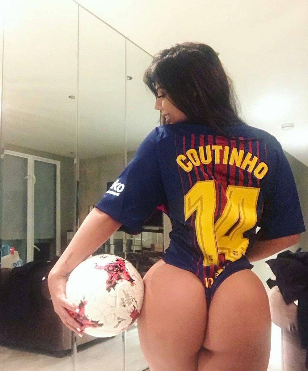 Muito feliz em ver o @Phil_Coutinho ????⚽ ser escolhido craque da galera! #JogaBonito #BRA https://t.co/SbkhJuYios