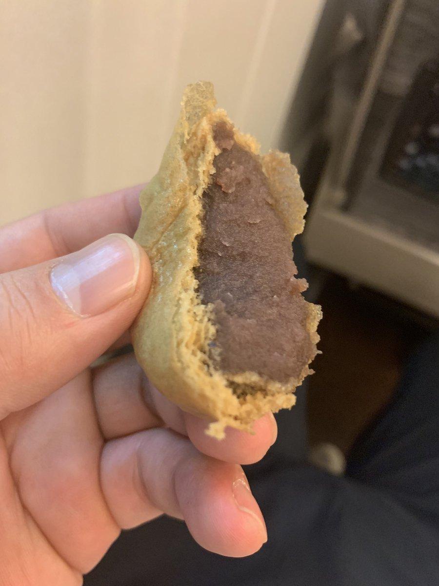 test ツイッターメディア - 【いとを菓子】 柏屋薄皮饅頭こし餡。日本三大まんじゅう。しっとりとした餡を薄く柔らかな黒糖風味の皮で包んだ一品。お茶にも珈琲にも合います。いとをかし。  ※不定期和菓子紹介 https://t.co/7WQzRet75o