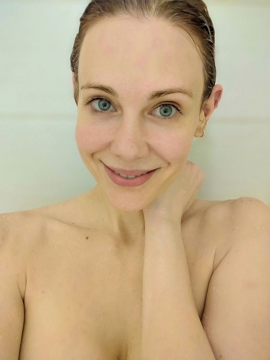 Hello from the shower post gym ????????♀️ https://t.co/bmIsyycnZU