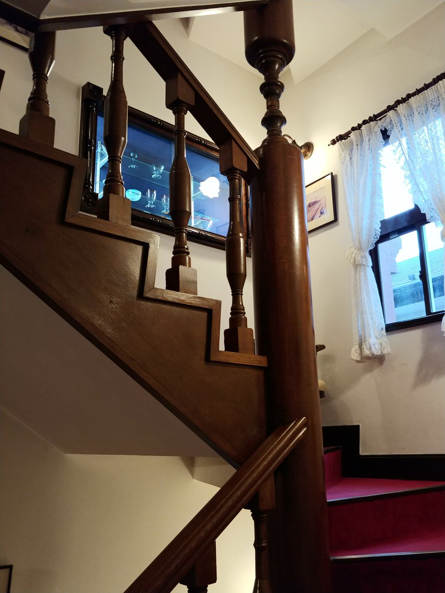 test ツイッターメディア - 馬車道十番館、素敵だ。 #いい階段 https://t.co/TXTsWyTNLz
