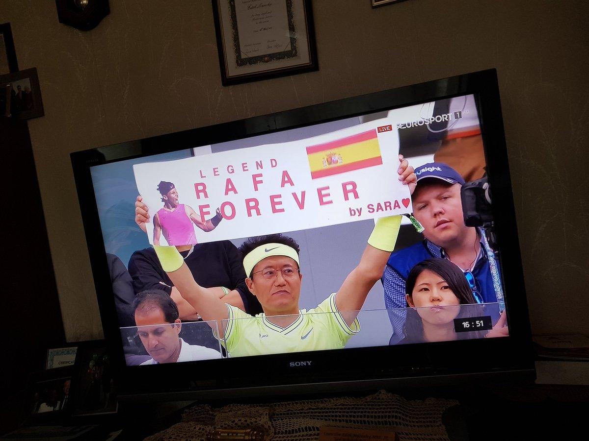 One to go.come on RAFA.  VAMOS.#RafaelNadal https://t.co/0hM2NBlpoB