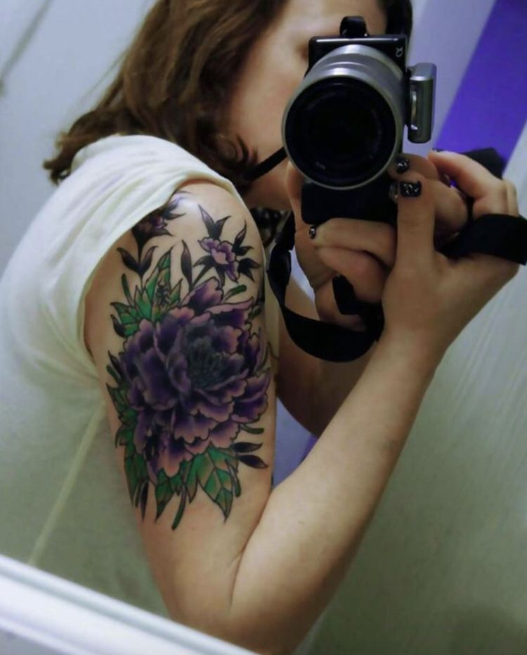 Show me your tattoos here: https://t.co/RtncYuHTqp https://t.co/Ximzb1zPO5