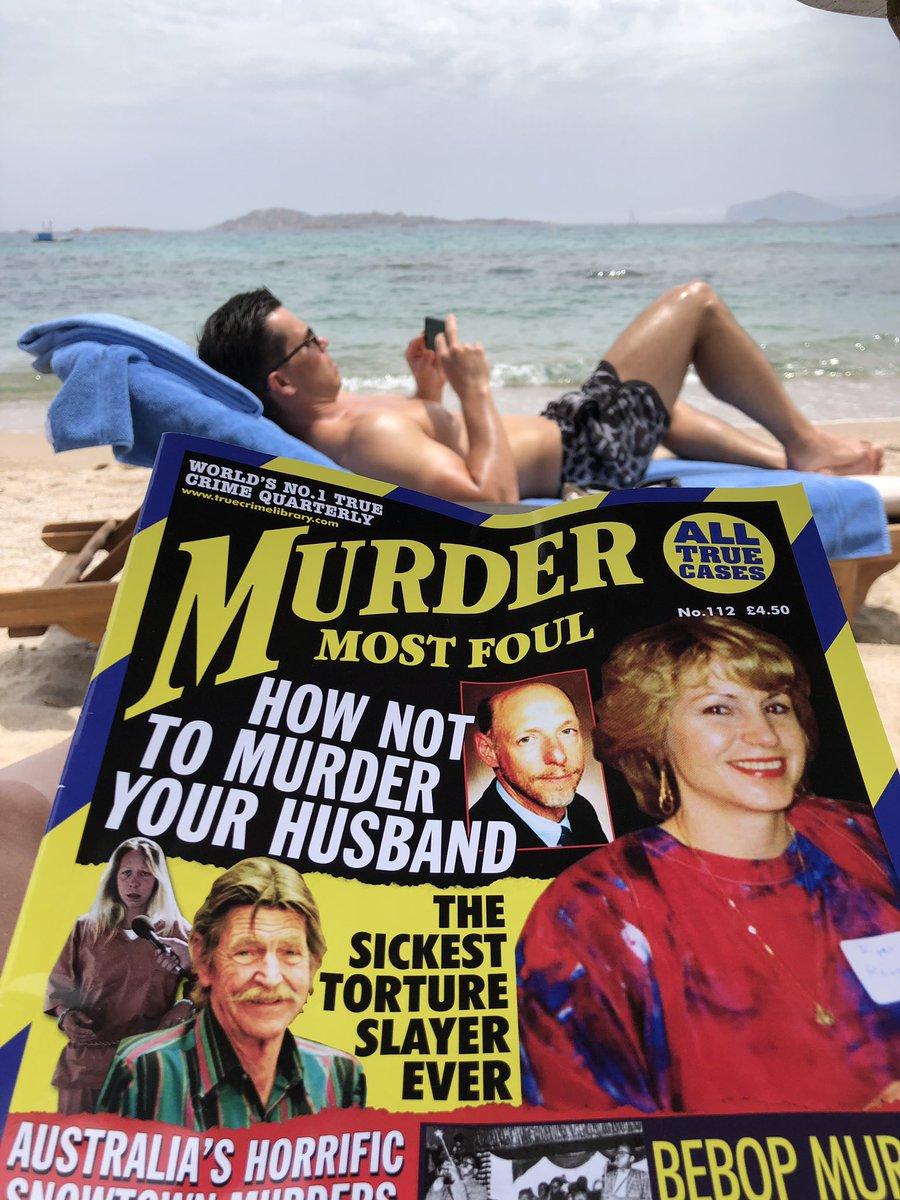 Honeymoon reads. ???????? https://t.co/BEwAuJn6vM