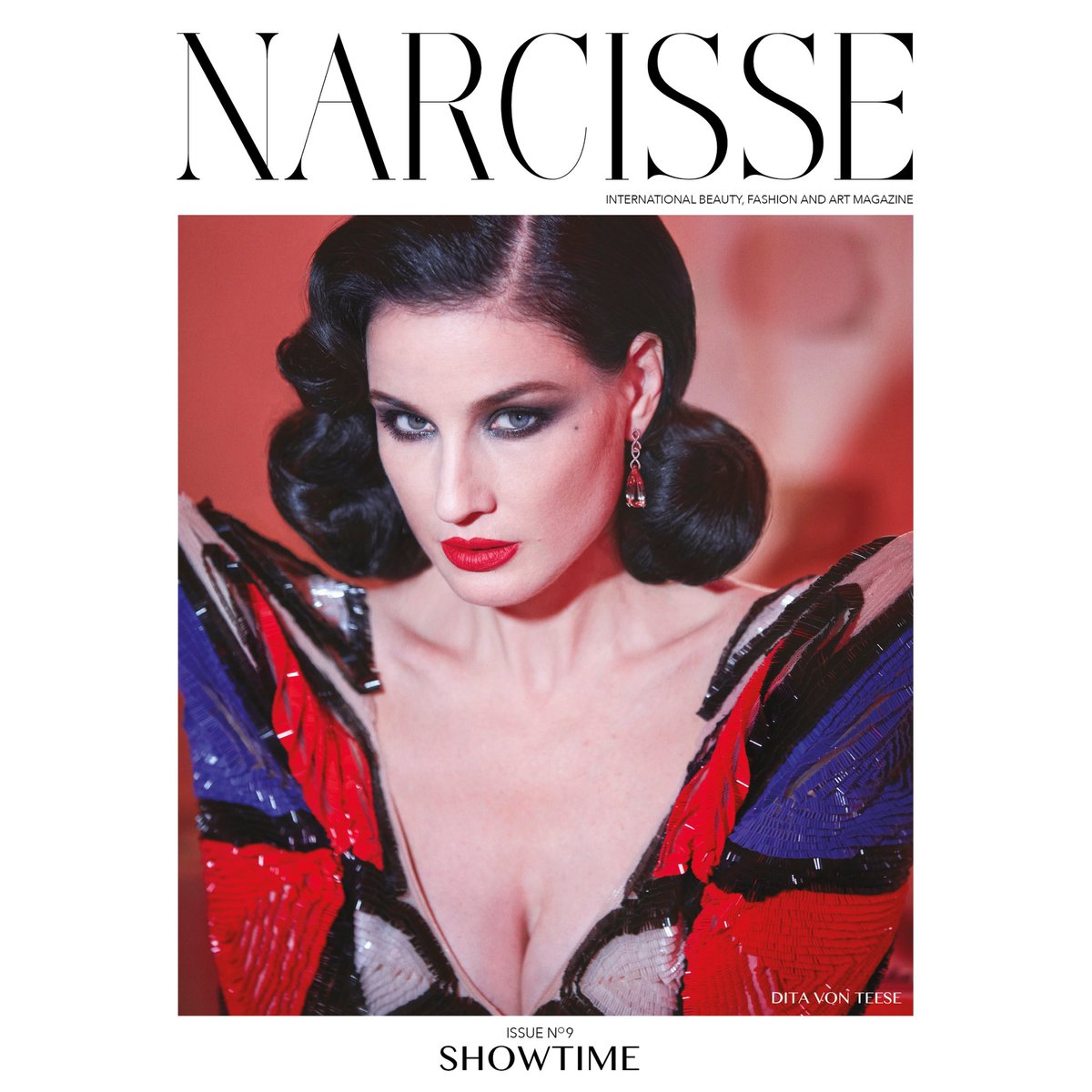 New issue of Narcisse Magazine featuring @JPGaultier ???? @GregSwalesart https://t.co/rbfMMYYlPS