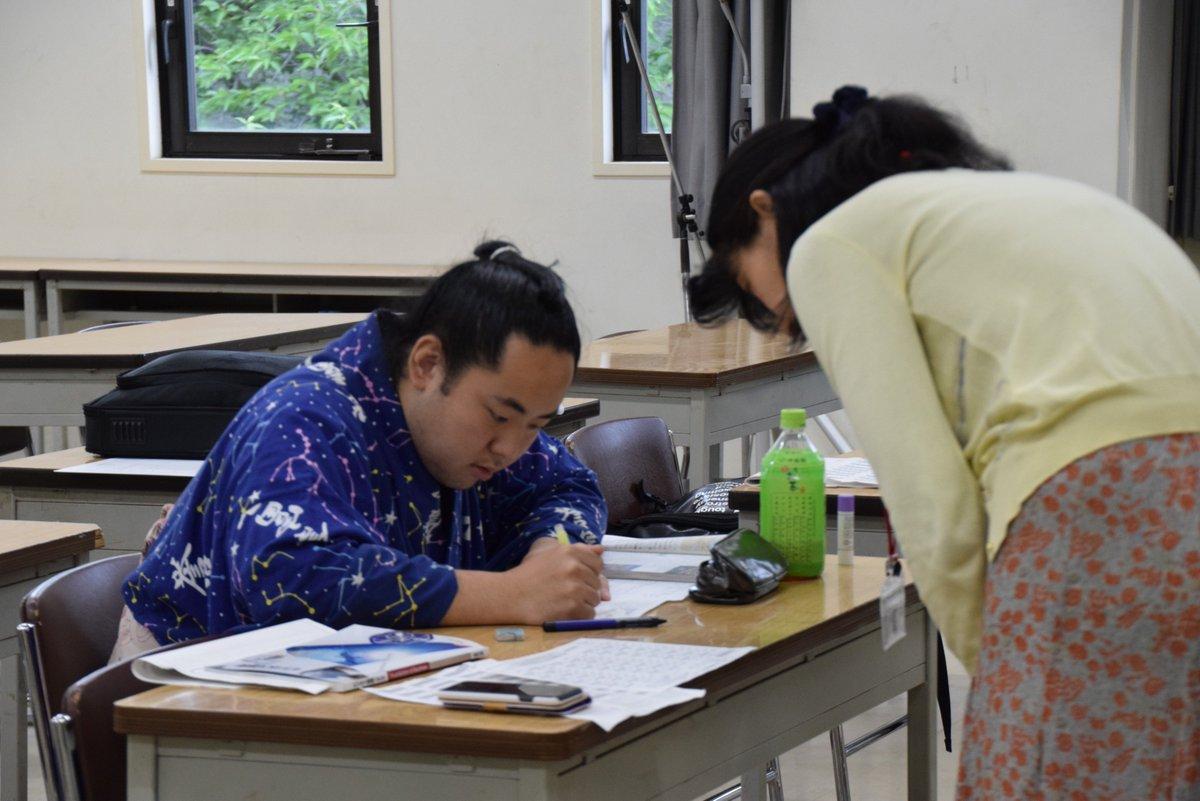 test ツイッターメディア - <NHK学園> 本日、相撲教習所で「NHK学園高等学校 日本相撲協会クラス」の授業が行われていました。NHK学園高校では、高等学校卒業資格を希望する力士などが学べる特別の教育プログラムを実施。 本日は照樹(伊勢ヶ濱)、若荒輝(錣山)が勉学に励んでいました。#sumo #相撲 https://t.co/z6Z9VcVlMf