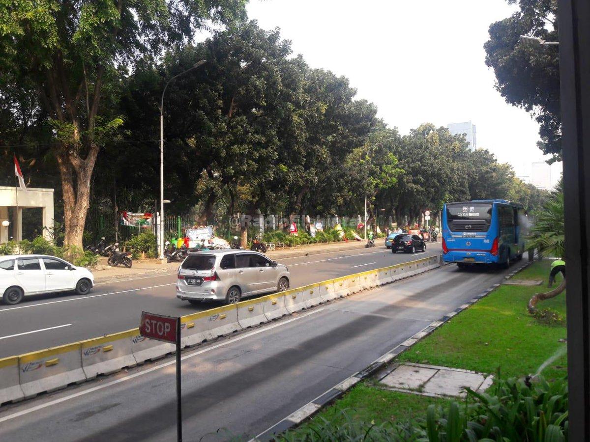 15.00: Jl. Medan Merdeka Barat, Jakpus ke arah MH Thamrin ramai lancar. #Cuaca cerah. (Mur) #ElshintaEdisiSiang https://t.co/u8SF5ZYLOs