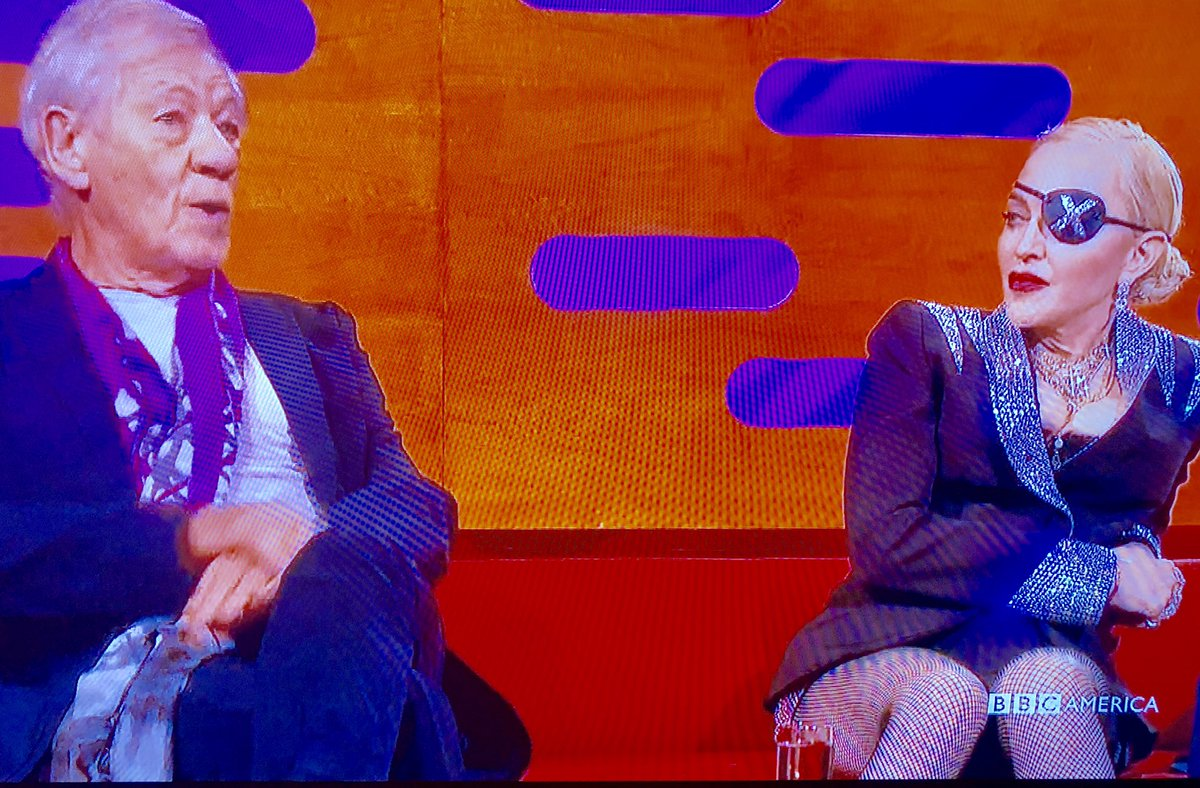 What does the body language of #Madonna say about her feelings toward #ianmckellen  #grahamnortonshow https://t.co/v5mn2GZ78J