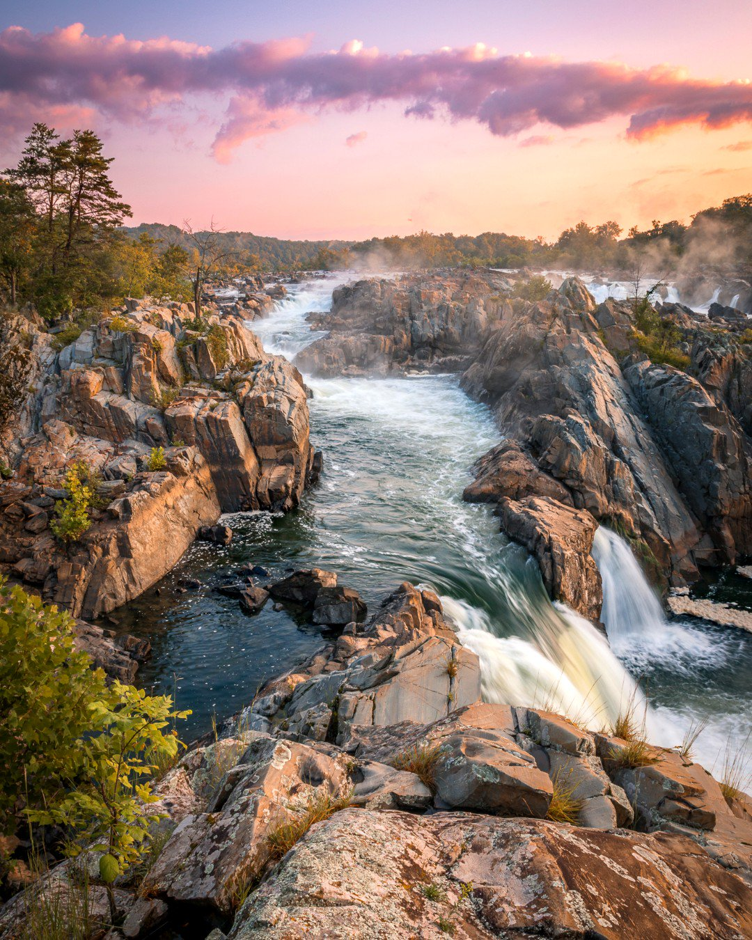 Serene sunrise over the thundering river at Great Falls Park. Pic courtesy of Gabe Leidy #Virginia #FindYourPark https://t.co/cZmOW94uzT